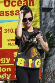 Dakota Johnson seen in black tights after finishing up a hot yoga in Los Angeles 2020/03/03 3