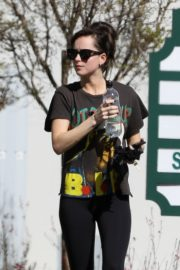Dakota Johnson seen in black tights after finishing up a hot yoga in Los Angeles 2020/03/03 4