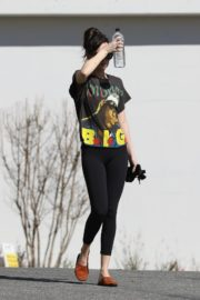 Dakota Johnson seen in black tights after finishing up a hot yoga in Los Angeles 2020/03/03 5