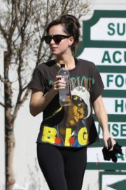 Dakota Johnson seen in black tights after finishing up a hot yoga in Los Angeles 2020/03/03 9