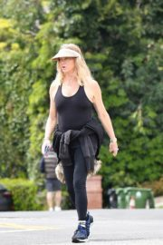 Goldie Hawn and Boston Russell out and about in Brentwood 2020/03/25 7