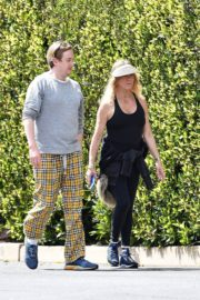 Goldie Hawn and Boston Russell out and about in Brentwood 2020/03/25 9