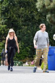 Goldie Hawn and Boston Russell out and about in Brentwood 2020/03/25 12