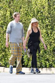 Goldie Hawn and Boston Russell out and about in Brentwood 2020/03/25 13