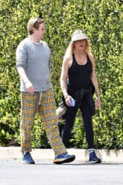 Goldie Hawn and Boston Russell out and about in Brentwood 2020/03/25 15