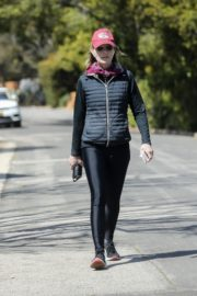 Helen Hunt in black jacket with tights out and about in Brentwood 2020/03/26 1