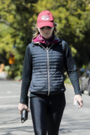 Helen Hunt in black jacket with tights out and about in Brentwood 2020/03/26 4