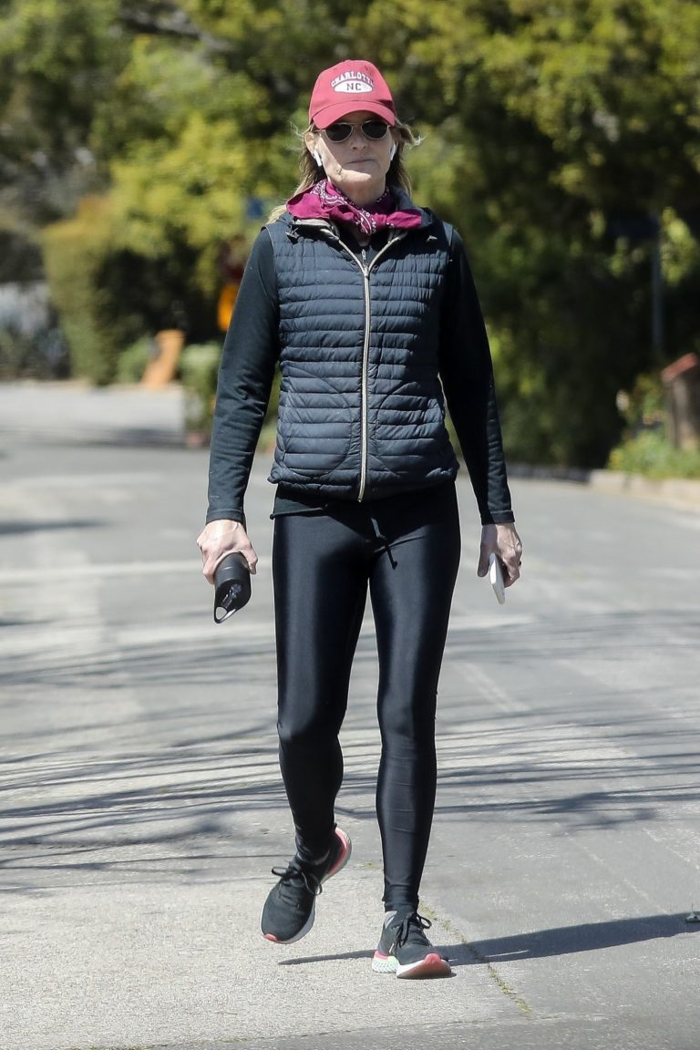 Helen Hunt in black jacket with tights out and about in Brentwood 2020/03/26 11