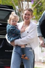 Hilary Duff with her daughter out and about in Los Angeles 2020/03/28 6