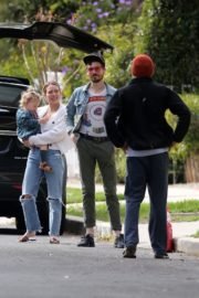 Hilary Duff with her daughter out and about in Los Angeles 2020/03/28 8