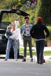 Hilary Duff with her daughter out and about in Los Angeles 2020/03/28 9