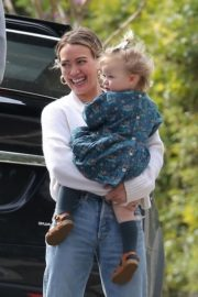 Hilary Duff with her daughter out and about in Los Angeles 2020/03/28 10