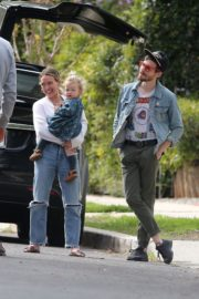 Hilary Duff with her daughter out and about in Los Angeles 2020/03/28 11