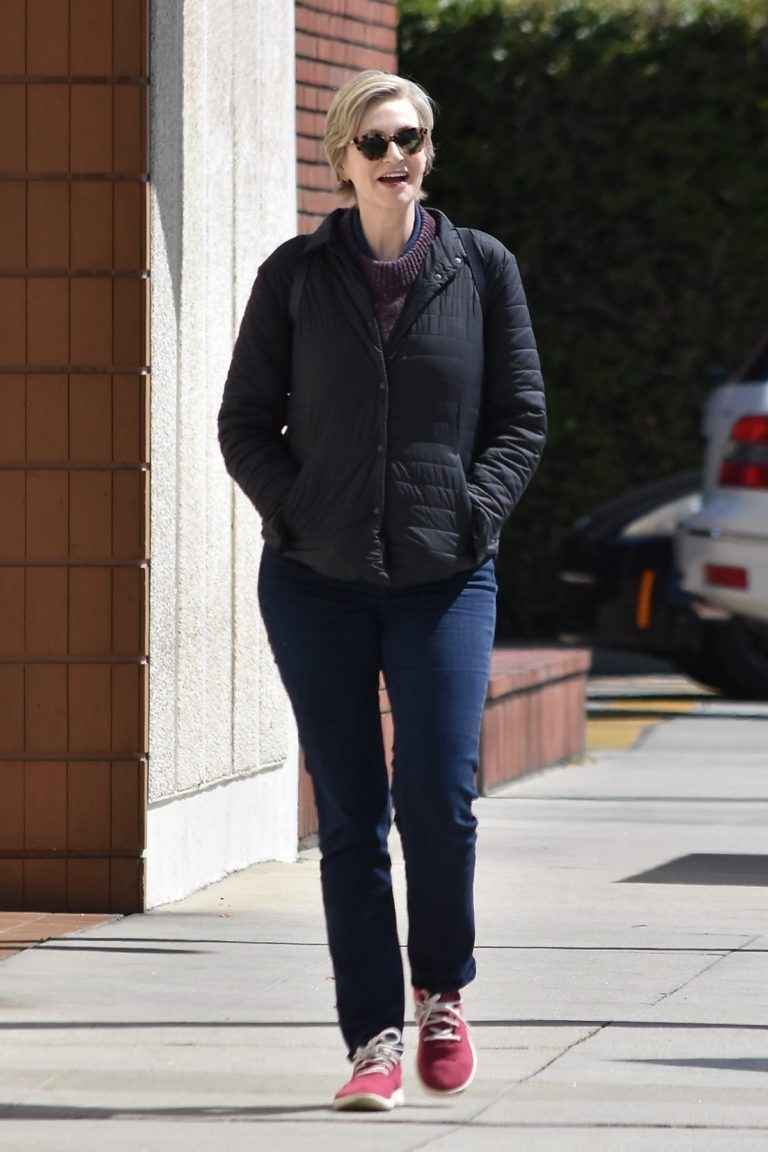 Jane Lynch out and about in Studio City 2020/03/26 6