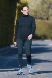 Jennifer Garner with a friend for walk in Pacific Palisades, California 2020/03/26 1