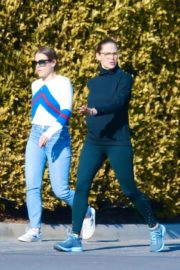 Jennifer Garner with a friend for walk in Pacific Palisades, California 2020/03/26 3
