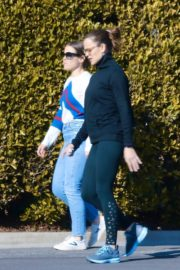 Jennifer Garner with a friend for walk in Pacific Palisades, California 2020/03/26 5