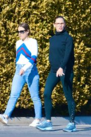 Jennifer Garner with a friend for walk in Pacific Palisades, California 2020/03/26 6