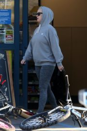 Katy Perry in Grey Hoodie with Tights at a Gas Station in Los Angeles 2020/03/20 2