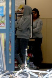 Katy Perry in Grey Hoodie with Tights at a Gas Station in Los Angeles 2020/03/20 3