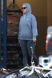 Katy Perry in Grey Hoodie with Tights at a Gas Station in Los Angeles 2020/03/20 6