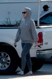 Katy Perry in Grey Hoodie with Tights at a Gas Station in Los Angeles 2020/03/20 10