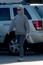 Katy Perry in Grey Hoodie with Tights at a Gas Station in Los Angeles 2020/03/20 11