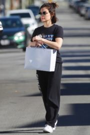 Lucy Hale enjoys a coffee and run an errand early morning in Los Angeles 2020/03/28 5