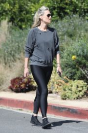 Molly Sims enjoys a Morning Walk in Brentwood 2020/03/28 3