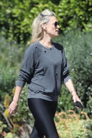 Molly Sims enjoys a Morning Walk in Brentwood 2020/03/28 4