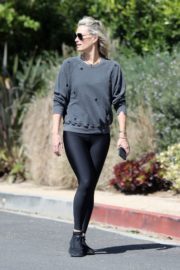 Molly Sims enjoys a Morning Walk in Brentwood 2020/03/28 5