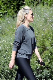 Molly Sims enjoys a Morning Walk in Brentwood 2020/03/28 6