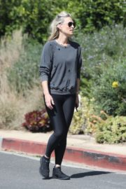 Molly Sims enjoys a Morning Walk in Brentwood 2020/03/28 7
