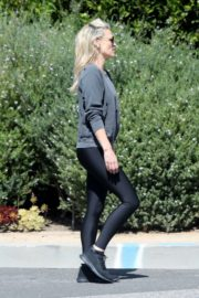 Molly Sims enjoys a Morning Walk in Brentwood 2020/03/28 8