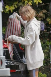 Naomi Watts Shopping out in Los Angeles 2020/03/25 6