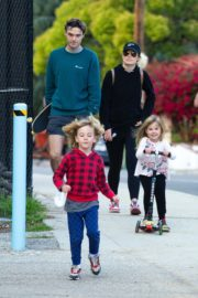 Olivia Wilde with her kids to a local park in Los Angeles, California 2020/03/26 4