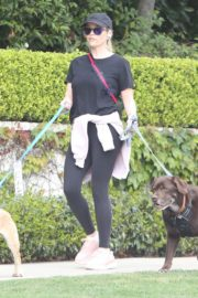 Reese Witherspoon walking her dogs out in Pacific Palisades 2020/03/24 2