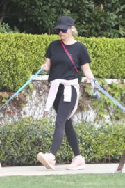Reese Witherspoon walking her dogs out in Pacific Palisades 2020/03/24 3