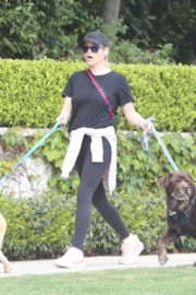 Reese Witherspoon walking her dogs out in Pacific Palisades 2020/03/24 5