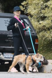 Reese Witherspoon walking her dogs out in Pacific Palisades 2020/03/24 7