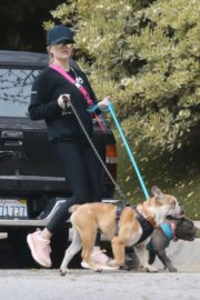 Reese Witherspoon walking her dogs out in Pacific Palisades 2020/03/24 10