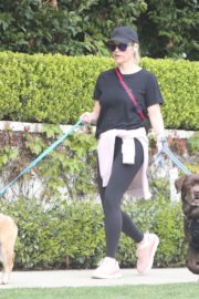 Reese Witherspoon walking her dogs out in Pacific Palisades 2020/03/24 11