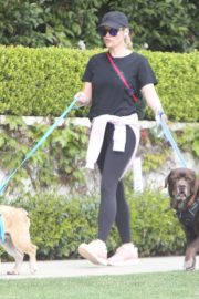 Reese Witherspoon walking her dogs out in Pacific Palisades 2020/03/24 12