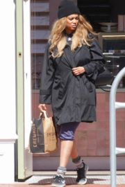 Tyra Banks seen in a grocery run in Los Angeles 2020/03/25 3