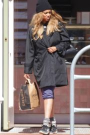 Tyra Banks seen in a grocery run in Los Angeles 2020/03/25 4