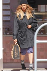Tyra Banks seen in a grocery run in Los Angeles 2020/03/25 5