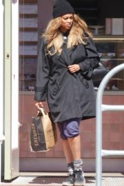 Tyra Banks seen in a grocery run in Los Angeles 2020/03/25 7