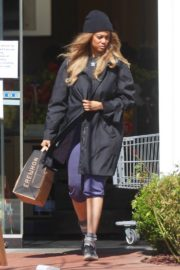 Tyra Banks seen in a grocery run in Los Angeles 2020/03/25 8