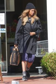 Tyra Banks seen in a grocery run in Los Angeles 2020/03/25 11
