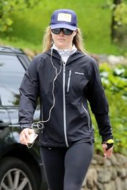 Ali Larter seen in all black out for a walk in Pacific Palisades 2020/04/06 1